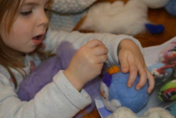 Теплу новорічну кульку створила навіть 4-річна Квіточка