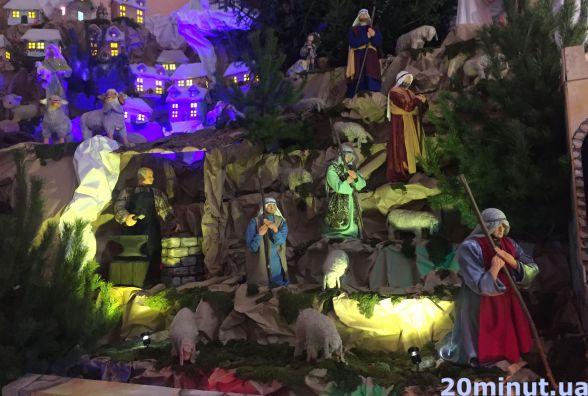 """Найбільша шопка  України """"ожила"""" на Різдво з новими фігурами"""