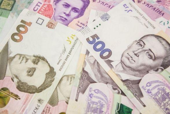 У Тернополіпосередниця отримала від підприємця 5000 грн та 800 доларів США
