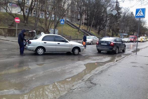 За півгодини на Острозького трапилося дві аварії