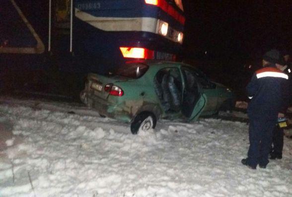 У Великому Глибочку потяг врізався в Lanos.  Водій авто був п'яним (оновлено)