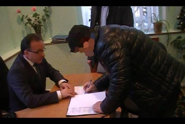 Депутат міськради, підозрюваний у хабарництві, не сидітиме під домашнім арештом