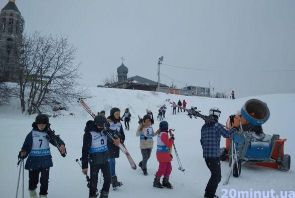 Вперше на лижі. У Тернополі провели благодійну акцію для дітей
