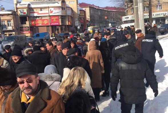 УТернополі «замінували» філармонію: зприміщення евакуювали 200 людей (ФОТО, ВІДЕО)
