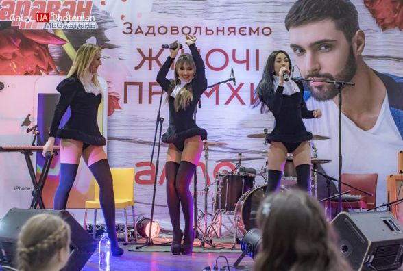 Співачка Ірина Новомлинська виступає в гурті Selfy
