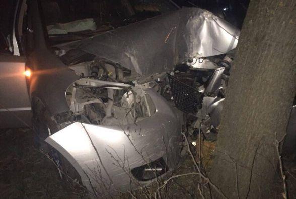 """Пересвяткували: п'яний водій на """"Східному"""" врізався у дерево"""