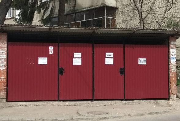 На Новому Світі у Тернополі викидати сміття ходять із ключем