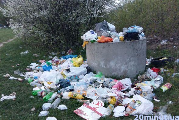 Фото дня: купи сміття - наслідки перших шашликів на природі