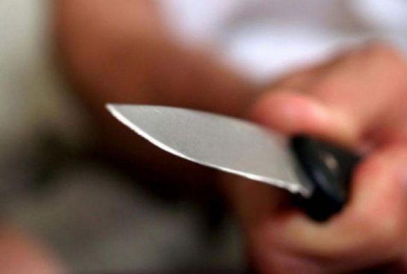 На Тернопільщині пенсіонер хотів згвалтувати дівчинку. Мама захищала дитину з ножем