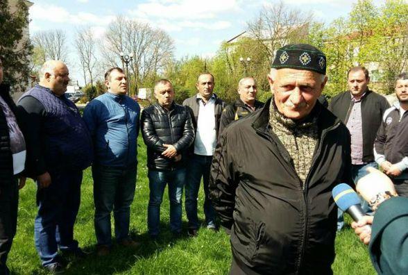 """Фото дня: грузинський ансамбль гуляє містом і співає """"Суліко"""""""