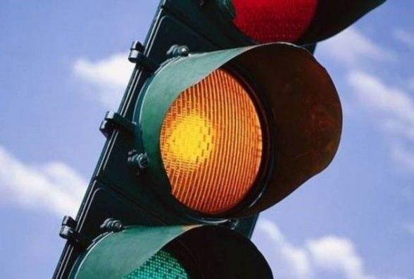В Україні замислились про скасування жовтого сигналу світлофора. Чи потрібен він? (опитування)