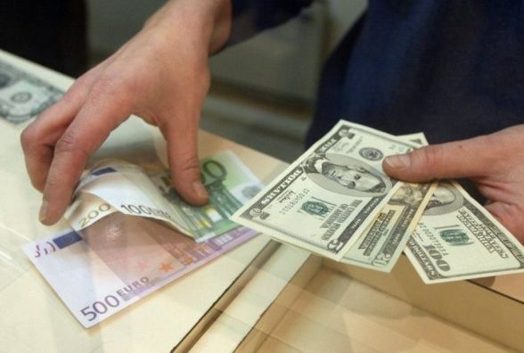 Чи міняти гривні на долари? Тернопільський економіст розповів, що буде з курсом валют улітку