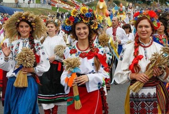 На фестивалі «Цвіт вишиванки» в Тернополі спробують встановити рекорд (Програма свята)