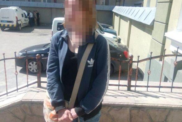У Тернополі затримали жінку, яка систематично ходила у під'їзді в туалет