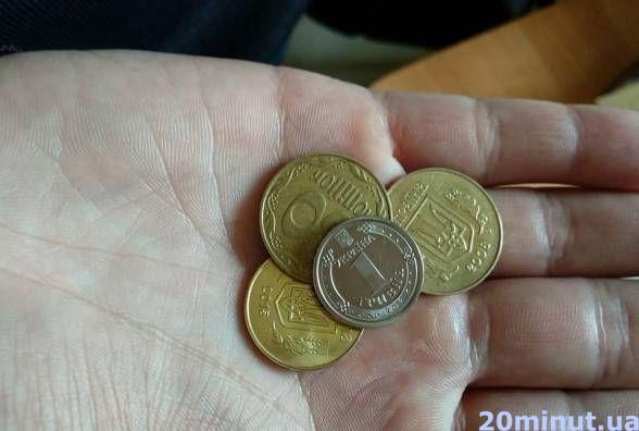На гривню монетою подумали, що це одна копійка. Як реагують продавці на нові гроші