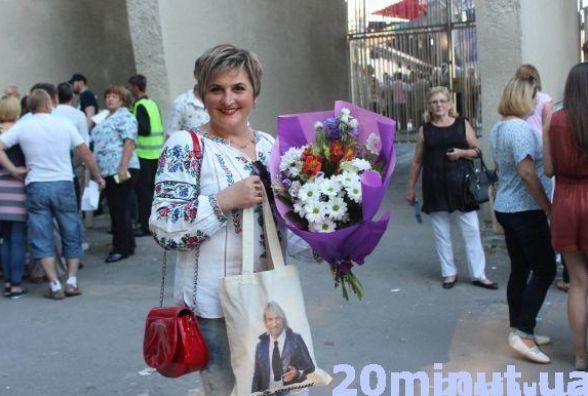 Троянди, лілії і море емоцій... Прихильниці розповіли, за що люблять Олега Винника