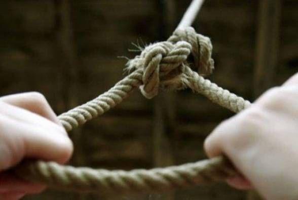 Трагічно завершилось сімейне життя: жінка повісилась, а чоловік порізав вени