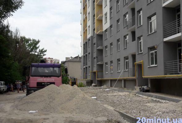На будівництві у Тернополі чоловік впав з висоти 11-го поверху