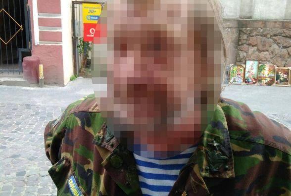 На Руській у магазині чоловік в армійській формі погрожував пістолетом