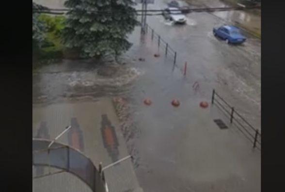 """Потоп і """"джакузі"""": що  у Тернополі наробила неймовірна злива"""