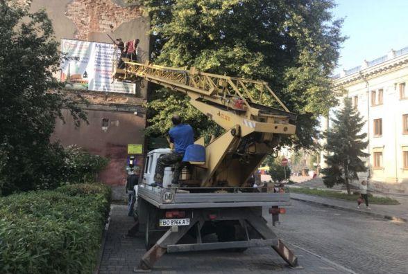 У Тернополі демонтують 16 вивісок та рекламних засобів