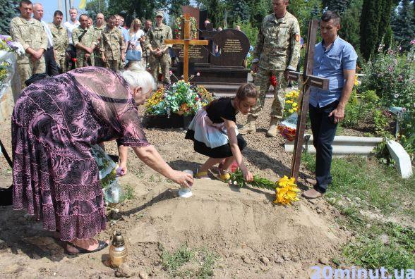 На Микулинецькому кладовищі захоронили попіл з місця, де загинули солдати батальйону «Збруч»