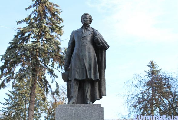 """Тернопільський краєзнавець в петиції просить перенести пам'ятник Пушкіну в парк """"Топільче"""""""