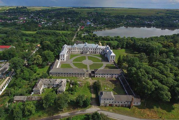 Відома мандрівниця зняла з висоти замки та костели Тернопілля. Дивіться неймовірні фото!