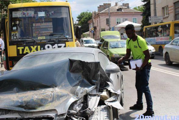 Юрист пояснила, хто має відшкодувати збитки за потрощені нігерійцем маршрутки і авто