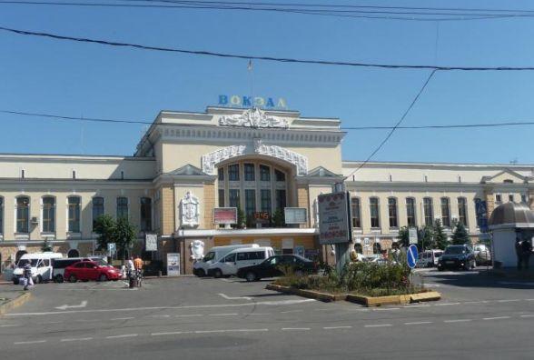 На площі перед залізничним вокзалом зроблять освітлення