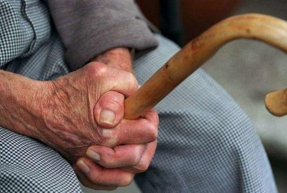 Обікрали 73-річного тернополянина: з помешкання винесли 500 доларів та 7000 грн
