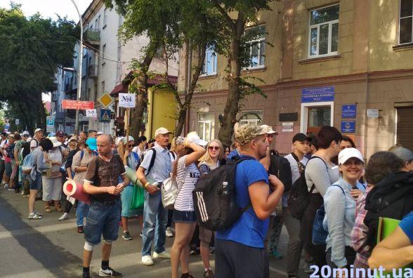 Більше тисячі прочан вирушили пішки з Тернополя до Зарваниці