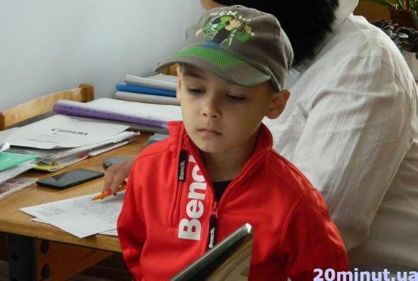 Суд у справі Рената, якого не пустили у дитсадок, перенесли. Не прийшов представник управління освіти