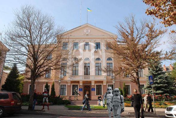 Ідея з пам'ятником Майстру Йоді у Тернополі викликала хвилю фотожаб у мережі