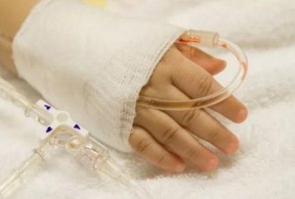 Дворічний Михайлик, якого побила мати, у важкому стані. Ще одна дитина горе-матері у райлікарні