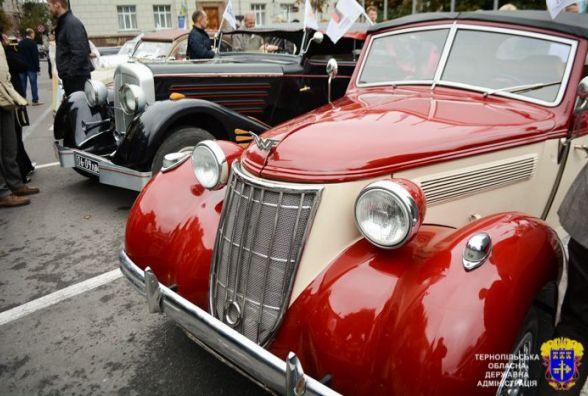 Любителям авто і фотосесій: ретро-автомобілі покажуть на виставці в Кременці