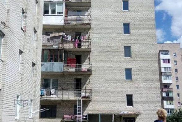 На Курбаса жінка випала з вікна. Перехожі намагалися її врятувати(оновлюється)