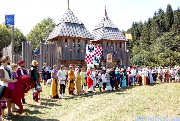 Як тернополяни штурмували середньовічну фортецю