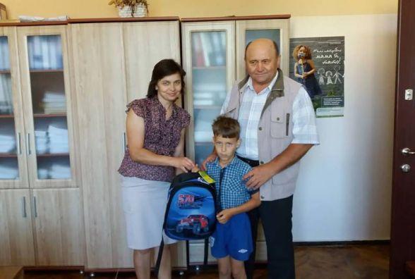 Дітям, які опинилися в складних життєвих обставинах, теребовлянські підприємці передали 26 наплічників
