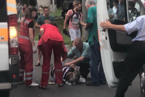 ДТП на Злуки: чоловік вибіг на дорогу і потрапив під авто, кажуть очевидці (оновлено)