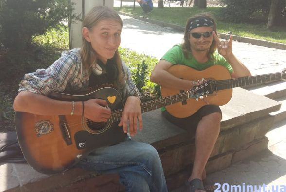 Відео дня: у Центрі музиканти співають пісні Скрябіна