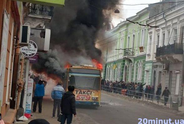 На Руській загорівся тролейбус (оновлюється)