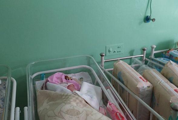 """Дівчинку, яку залишили у """"Вікні життя"""", тепер офіційно звати Марія Бандера"""