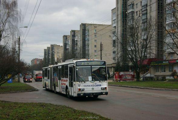 """""""Тролейбус зупинили, а мене закрили у ньому"""": як тернополянка хотіла заплатити за проїзд 4 грн"""