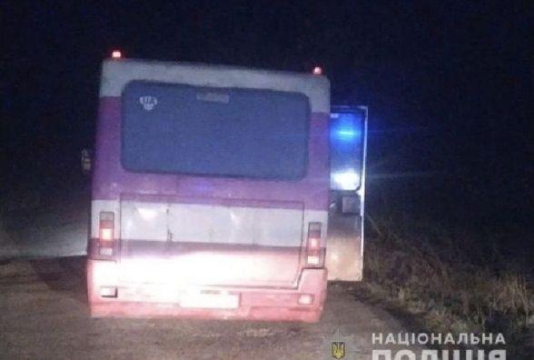На Тернопільщині двоє дітей випали з автобуса. У поліції кажуть: двері самі не могли  відчинитися