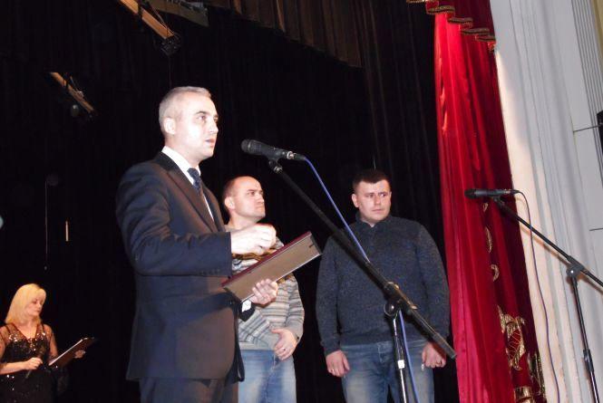 Фото дня: Волонтерів привітали із професійним святом