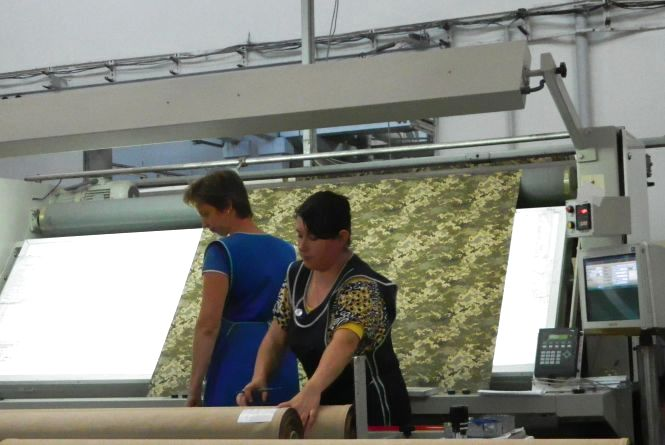 У Тернополі виготовляють камуфляжну тканину, яка захищатиме бійців від опіків