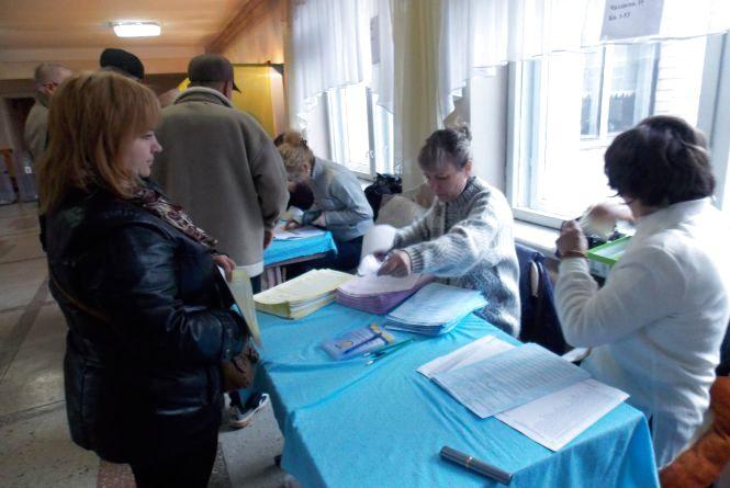 Дільниці в Тернополі відкрились. Без конфузів не обійшлось