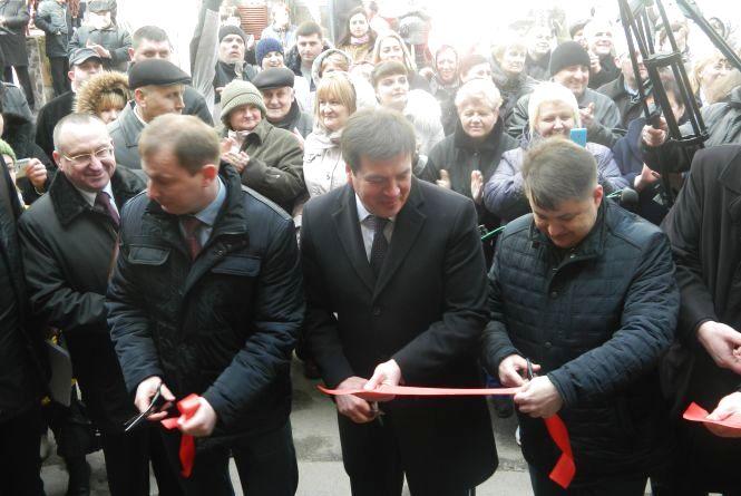 Відкривати Тернопільський перинатальний приїхали двоє міністрів