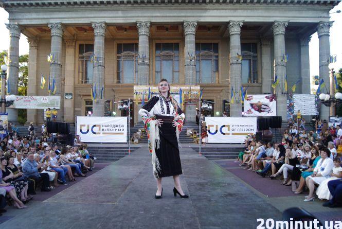 На Тернопільських днях моди дефілюють у вишиванках (ФОТОРЕПОРТАЖ)